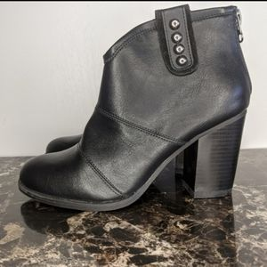 Refresh NEW ankle boots with strap size 9